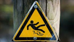 slippery 637562_1920